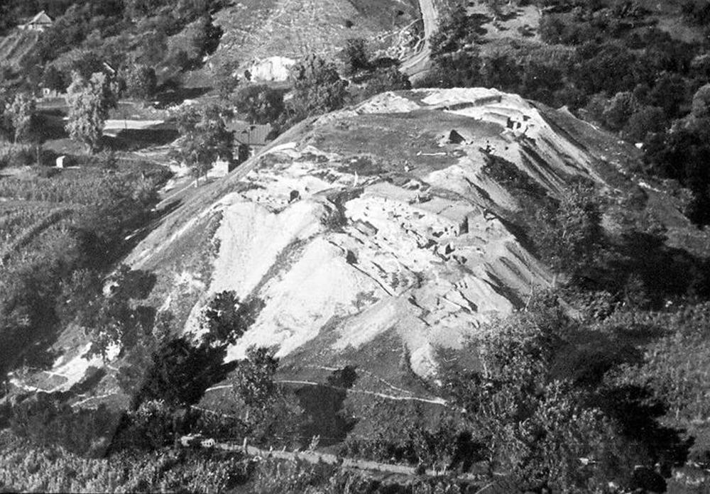Розкопки ЗАМКОВОЇ ГОРИ впродовж 1957-1960 р.р. керівник експедиції акад Б.Рибаков
