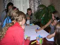 Іноземні волонтери з молоддю селища