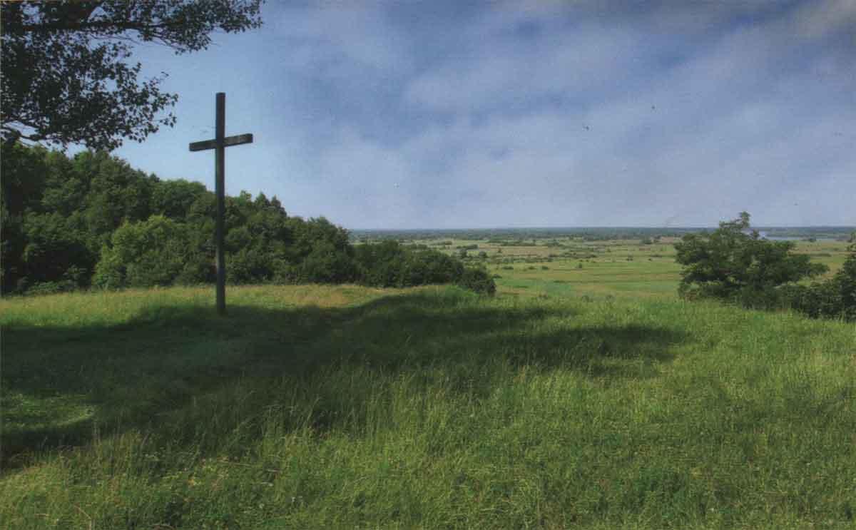 Любеч. Пам'ятник на братській могилі визволителів селища і учасників форсування Дніпра у 1943 р.