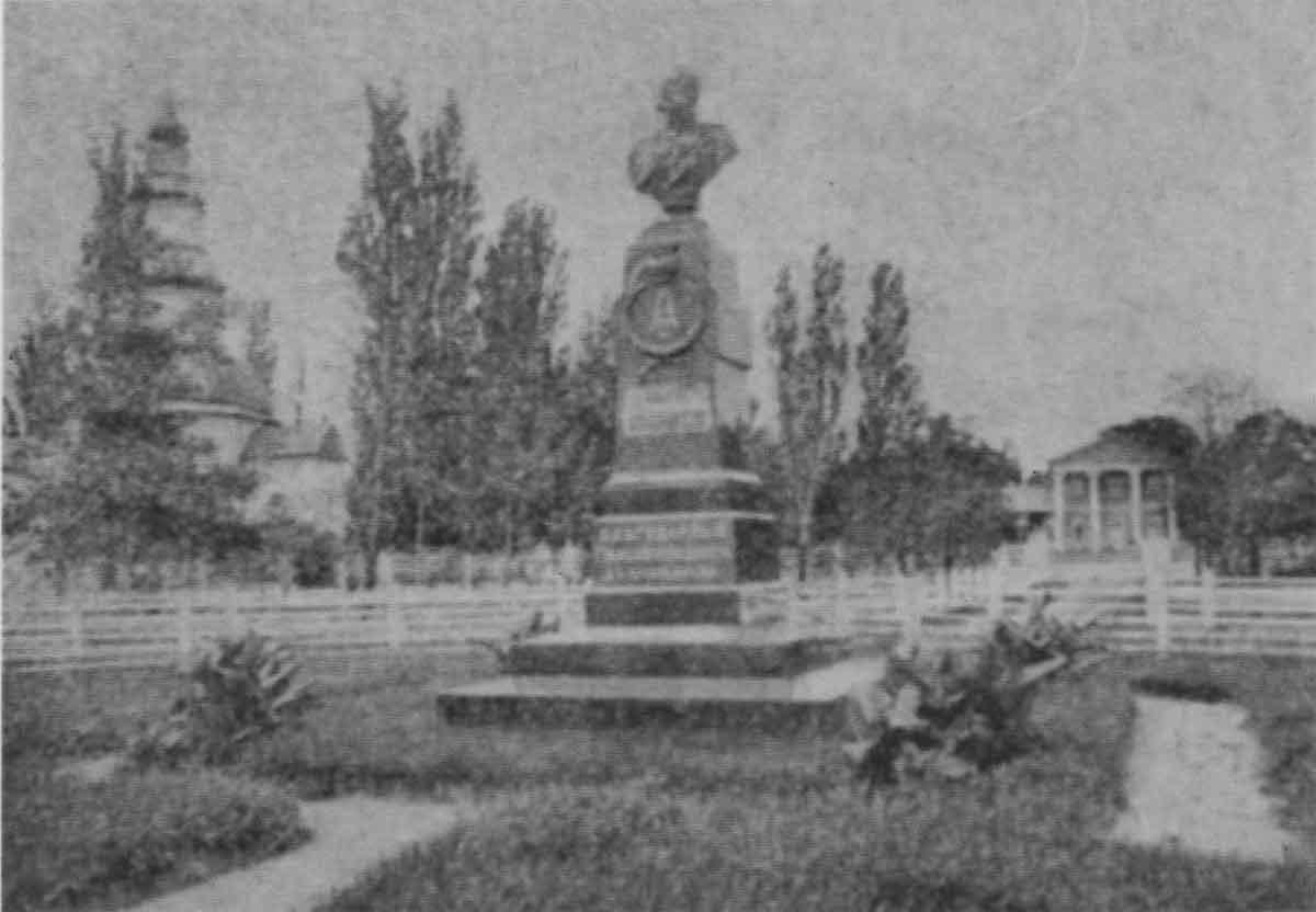Любеч. Пам'ятник імператору Олександру ІІ