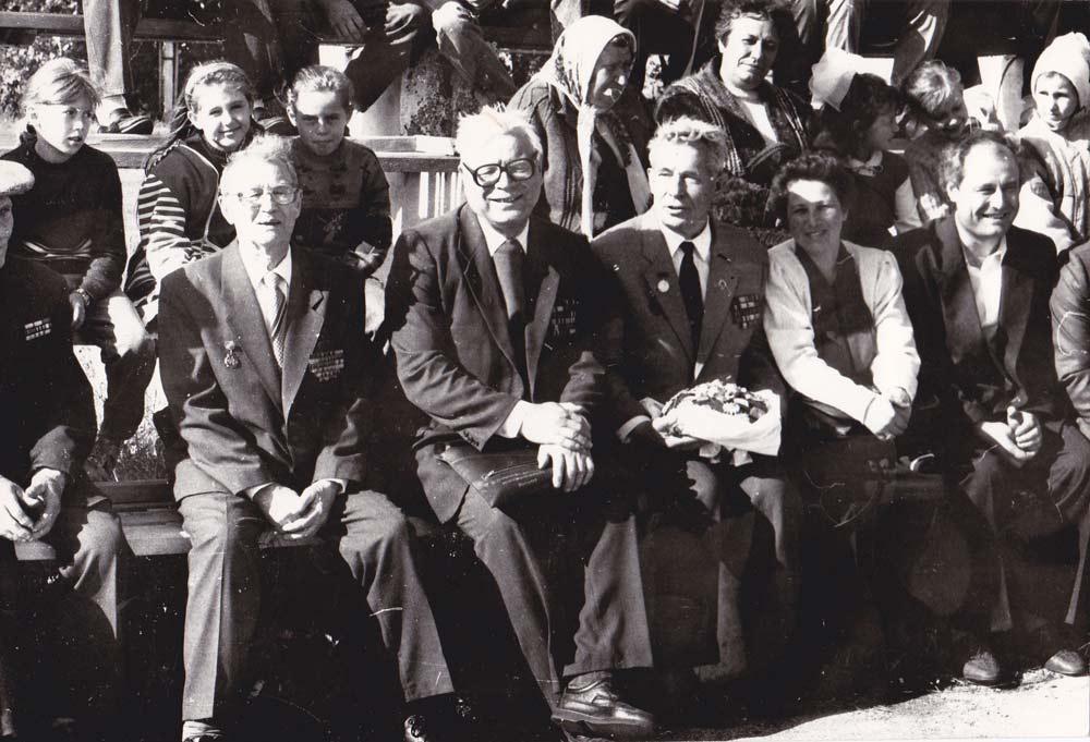 Почесні громадяни смт.Любеч в Любечі на стадіоні
